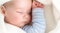 Säuglinge im ersten Lebensjahr und Kleinkinder sind besonders gefährdet, sich mit Meningokokken anzustecken, da ihr Immunsystem noch nicht vollständig ausgereift ist. Foto: djd/candy1812/Fotolia/GSK